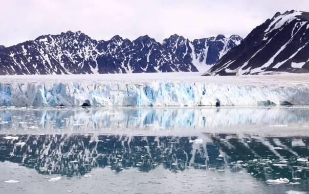 Calving glacier front